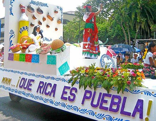 Float during Cinco de Mayo parade